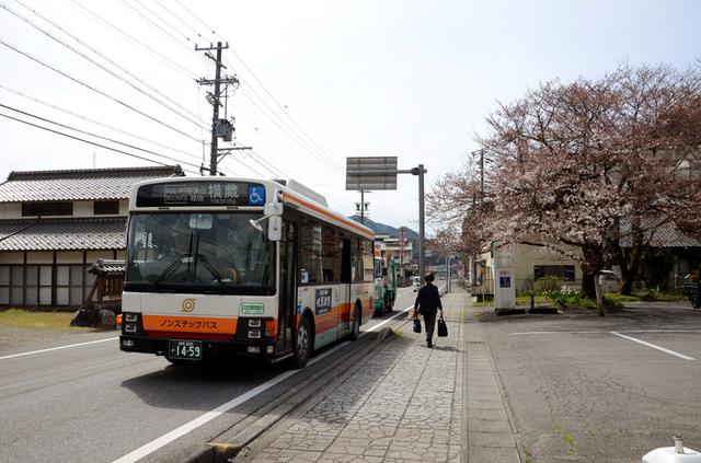 0401谷汲双門前名阪近鉄バス.JPG