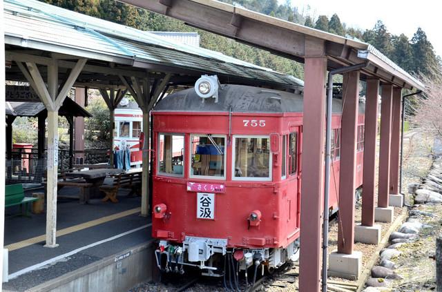 0401谷汲駅名鉄755外から2.JPG
