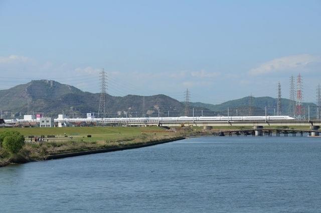 0505加古川橋梁700系16連.JPG