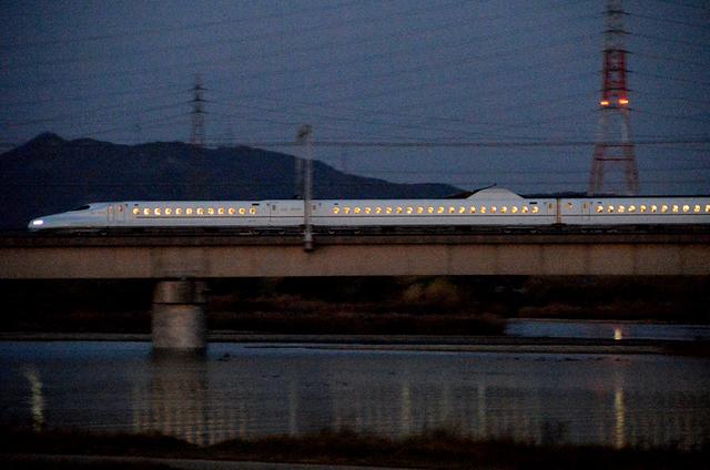 1129加古川橋梁N700さくら日没後.JPG