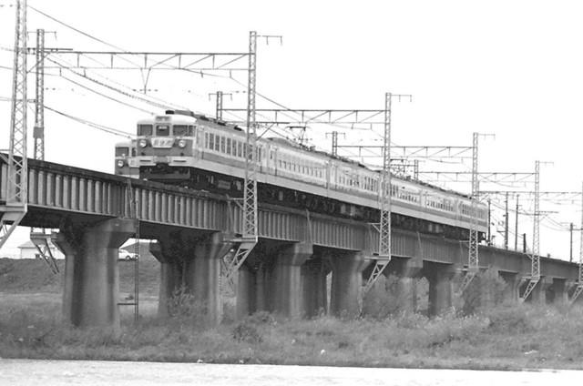 153系ブルーライナー加古川橋梁並び.JPG