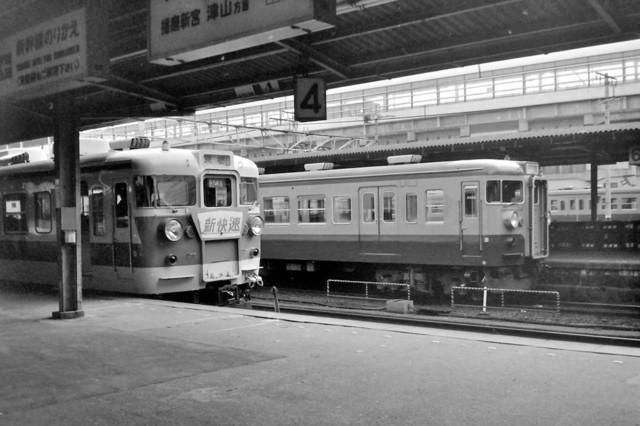 153系ブルーライナー姫路駅115系と.JPG