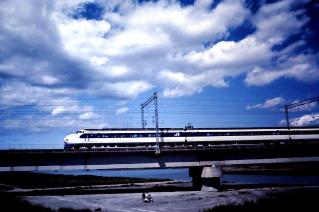 加古川橋梁新幹線0系サイド下り側.JPG