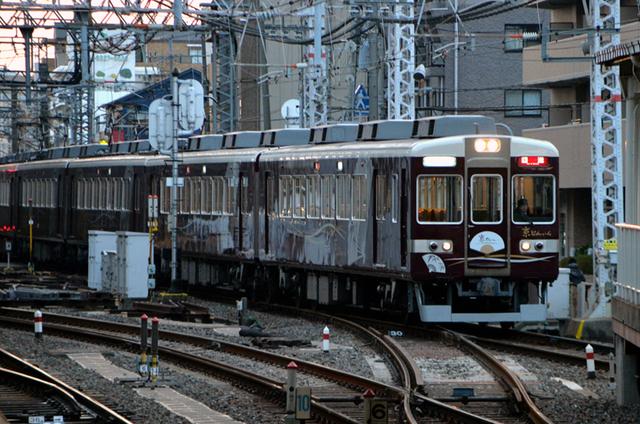 0104淡路阪急6454京とれいん回送.JPG