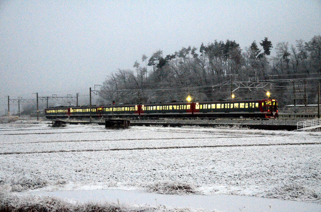 0113平原雪の115系5連.JPG