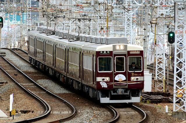 0427十三7阪急6454京とれいん.JPG