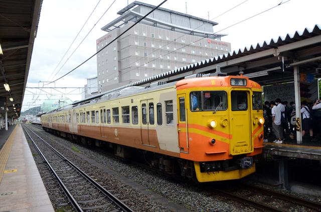 0714上田しなの鉄道115系オレンジ.JPG