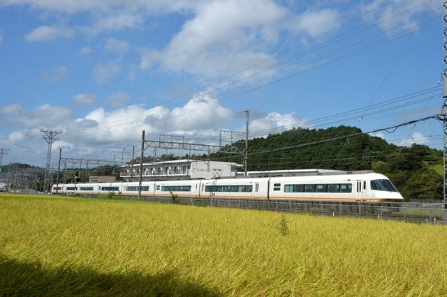 0902近鉄青山町URBAN1・8連.JPG