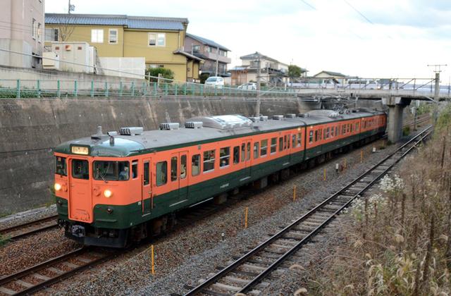 1012小諸しなの鉄道115系湘南色3連.JPG