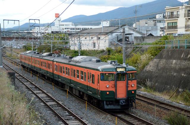 1012小諸しなの鉄道115系湘南色3連後追い.JPG