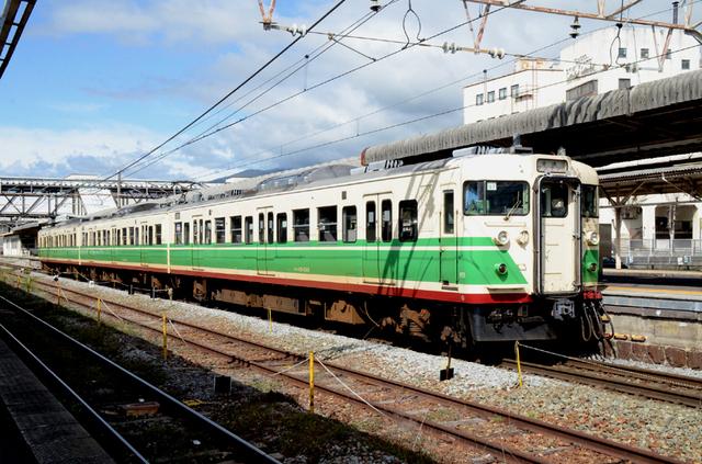 1013小諸駅しなの鉄道115系しなの色.JPG