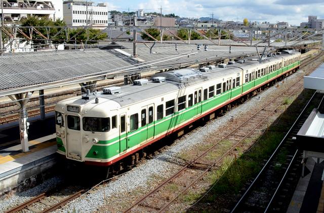 1013小諸駅しなの鉄道115系しなの色俯瞰.JPG