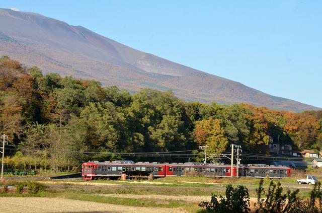 1103しなの鉄道平原115系2.JPG