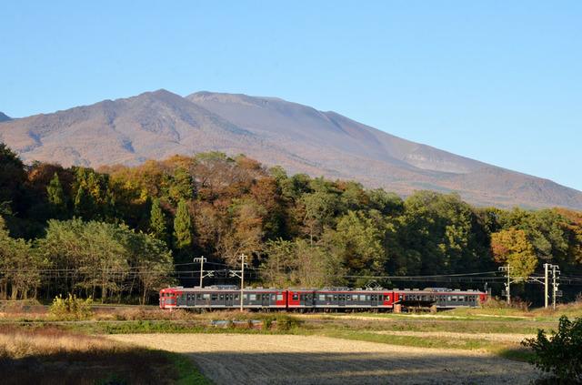 1103しなの鉄道平原115系と浅間山3-2.JPG