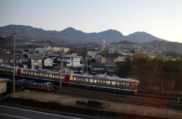 1113小諸しなの鉄道始発1115系.JPG