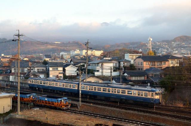 1114小諸しなの鉄道115系スカ色.JPG