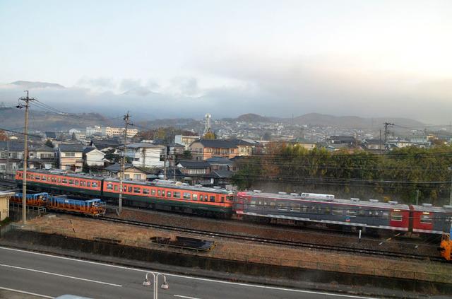 1114小諸しなの鉄道115系湘南色・普通色.JPG