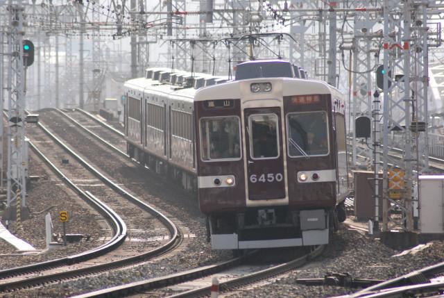 20101129十三阪急6450臨時快速特急.jpg