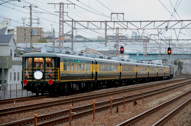 サロンカーなにわ現代大蔵谷駅.jpg