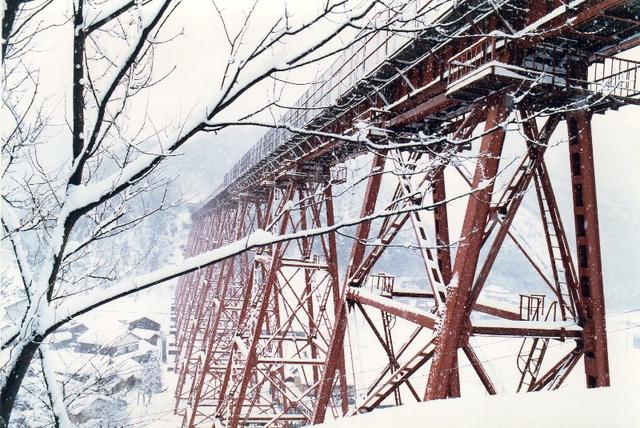 余部橋梁サイド雪.jpg