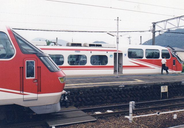 名鉄1000横顔新鵜沼並び1991WEB.jpg