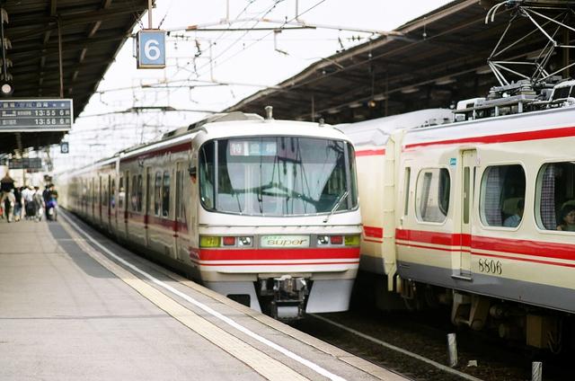 名鉄1200知立2000.JPG