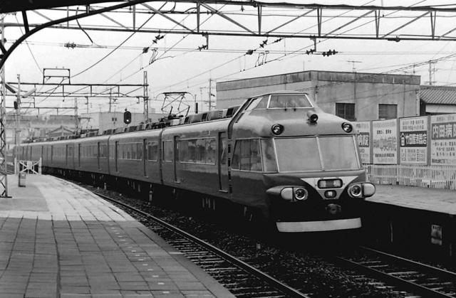名鉄7000後期型特急知立.JPG