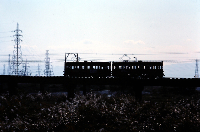 名鉄揖斐510形+520形シルエット2.JPG