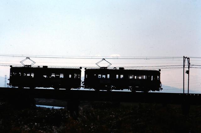 名鉄揖斐510形+520形シルエット3下方.JPG