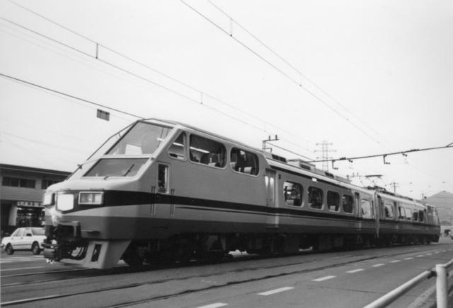名鉄犬山橋8800・2連.jpg