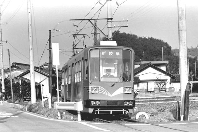 名鉄美濃町線上芥見9・880形.JPG