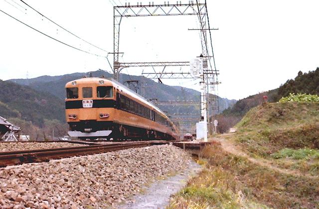 名阪特急近鉄長谷寺12400系.JPG