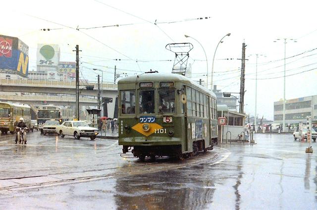 広電1101広島駅雨.JPG