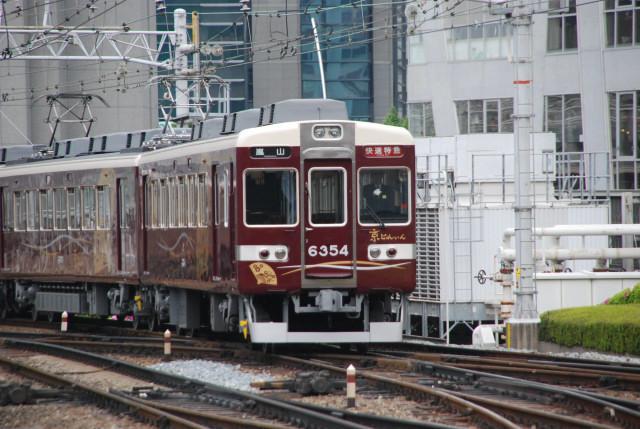 阪急6354入線梅田.jpg