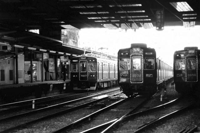 阪急六甲7017・3074・3056.JPG