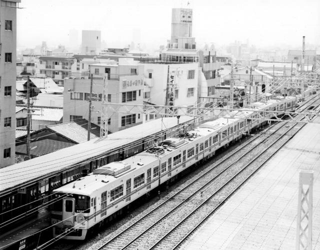阪急六甲駅俯瞰山陽5022他6連.jpg
